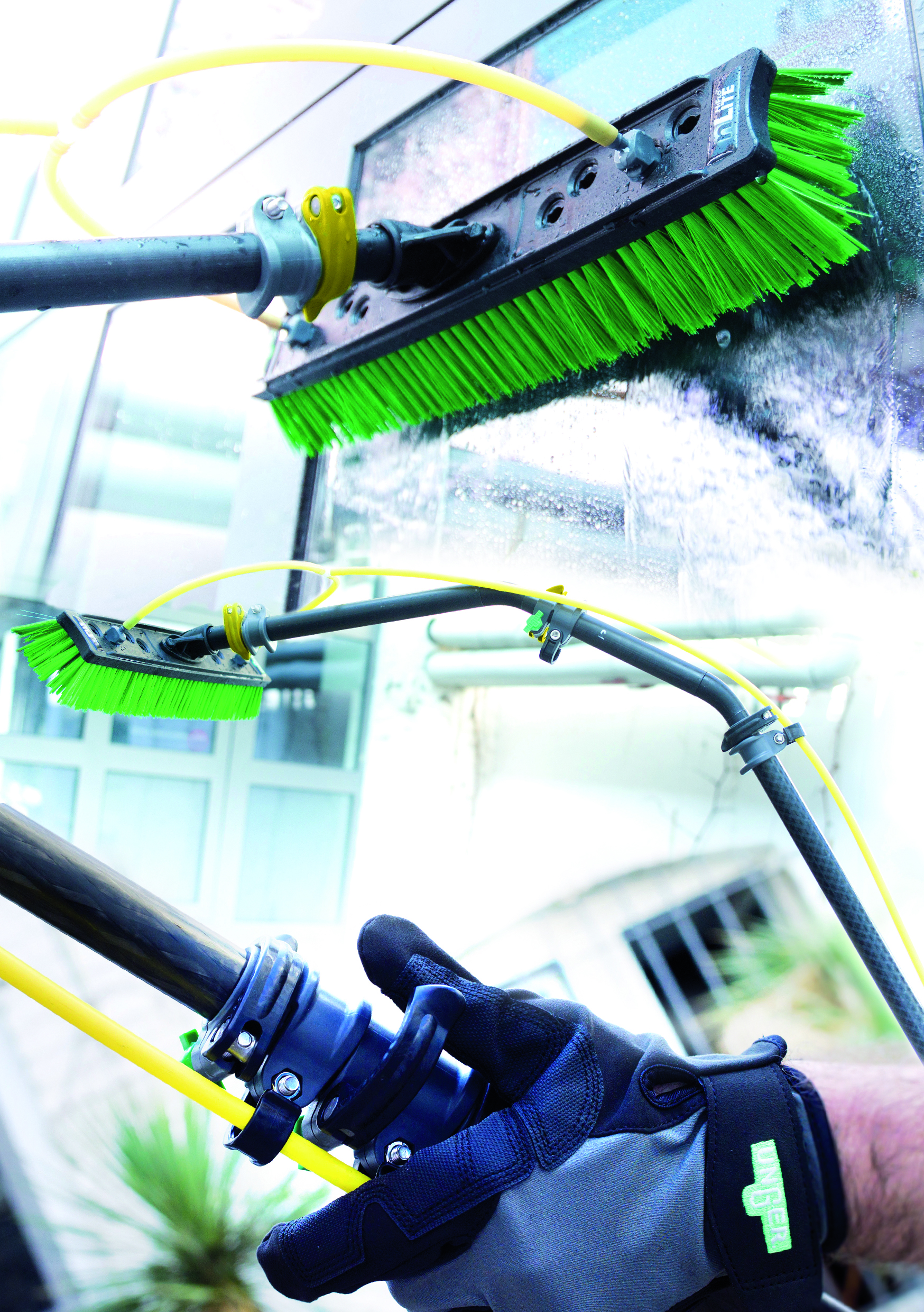 Latest images of the new Unger HiFlo nLite – Window Cleaning